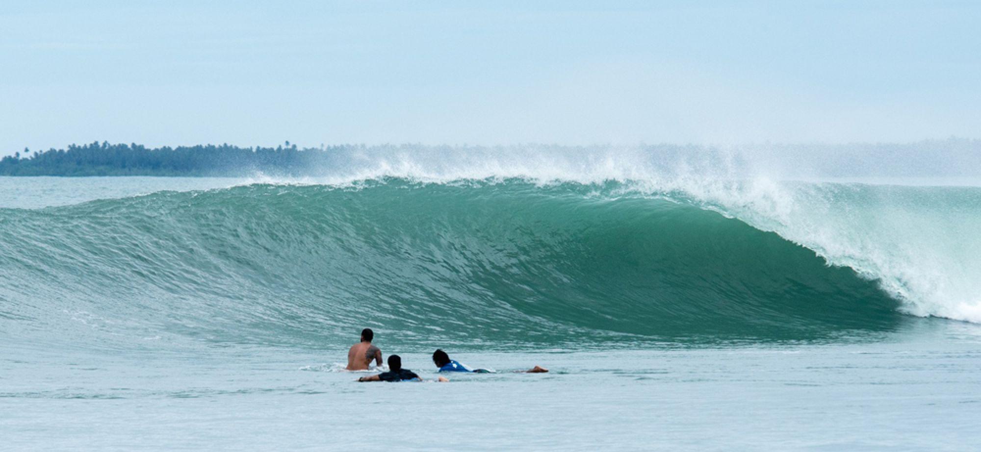 Sirombu surf